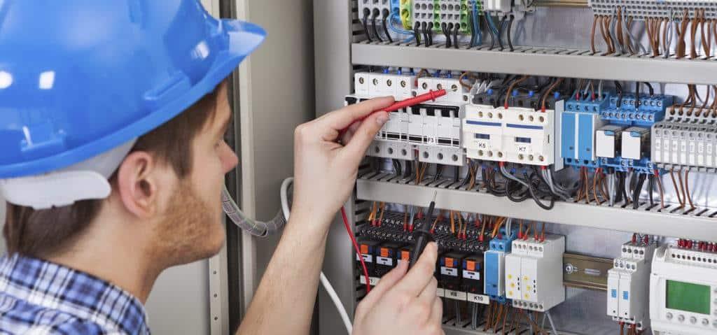 Cerchi un elettricista a Roma? 100 Mani srl te lo fornisce tempestivamente. Servizi senza stress