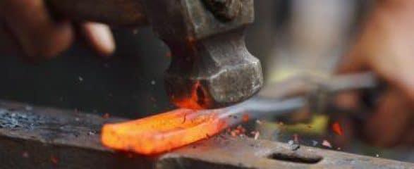 blacksmith e1494950905631 587x240 c - 100Mani srl: servizi senza stress