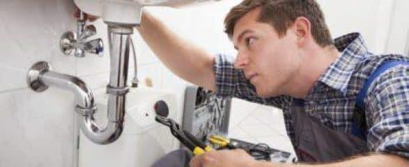 idraulico e1494950730641 587x240 c - 100Mani srl: servizi senza stress