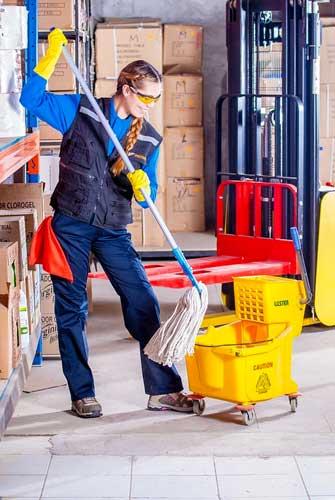 pulizie industriali Roma: chiedi un preventivo con 100 Mani srl. Servizi senza stress