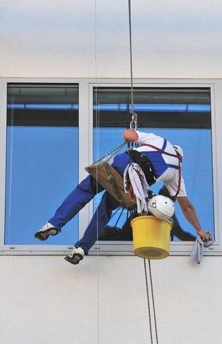 Pulizie vetri e vetrate per abitazioni o locali commerciali